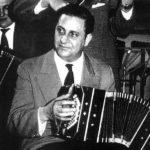 Domingo Federico, tocando el bandoneón.