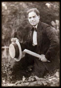 Eduardo Arolas con sus manuscritos | Historia del Tango