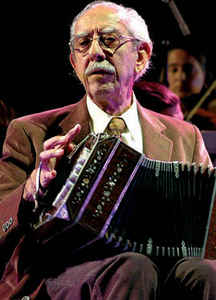 Emilio Balcarce. Argentine music at Escuela de tango de Buenos Aires.