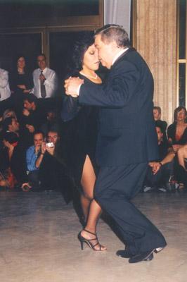PUPI CASTELLO Y GRACIELA GOZALEZ. Maestros milongueros. Escuela de Tango de buenos Aires.